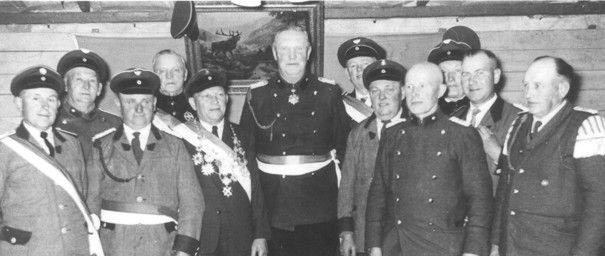 Schützenkönig Wilhelm Windhorst und der Vorstand der Schützengilde auf dem Schützenfest 1956